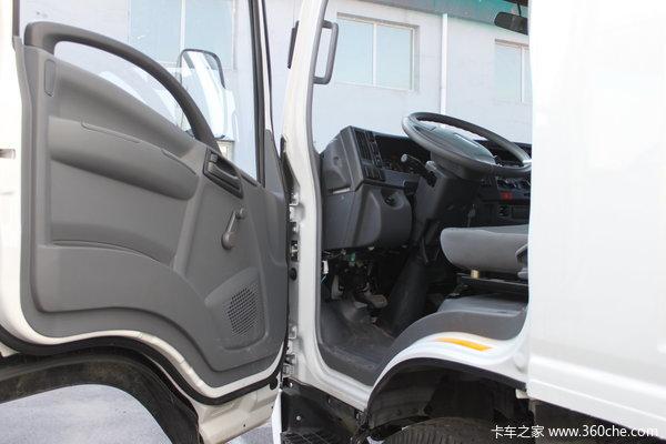 庆铃 700P系列中卡 175马力 4X2 排半厢式载货车(QL5090XTLAR)驾驶室图