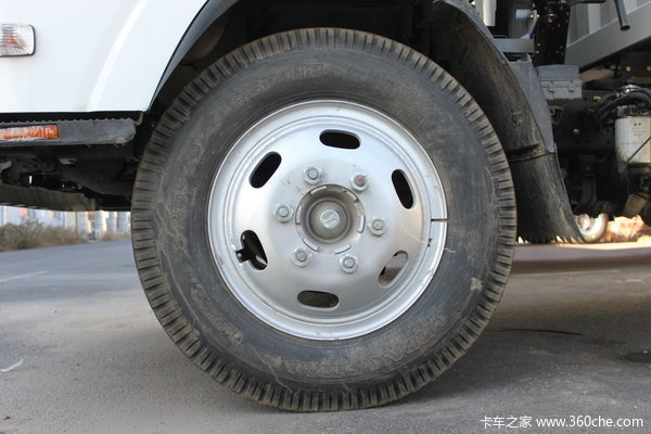 庆铃 700P系列中卡 175马力 4X2 排半厢式载货车(QL5090XTLAR)底盘图