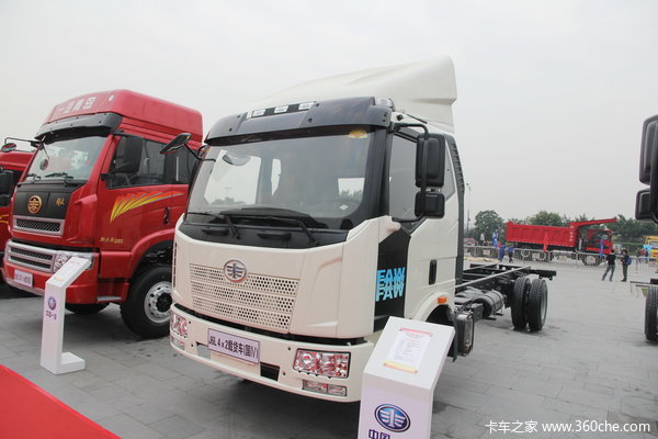 解放 J6L中卡 220马力 4X2 厢式载货车(CA5160XXYP62K1L5A2E4)(底盘)