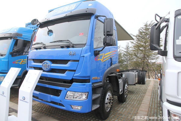 青岛解放 新悍威(J5M)中卡 220马力 6X2 排半载货车(CA1250P1K2L7T3E4A80)