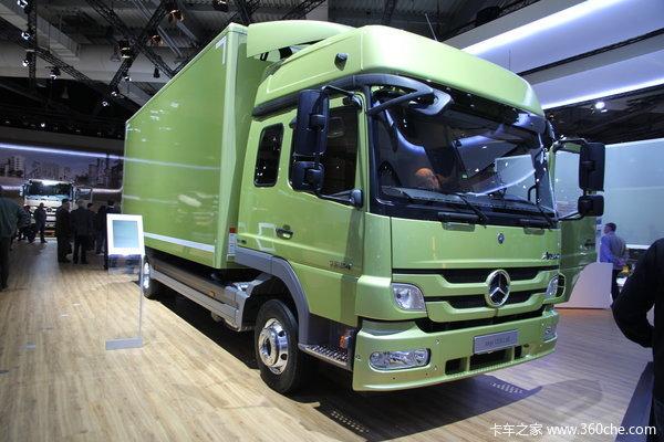 奔驰 Atego中卡 238马力 4X2 厢式载货车(型号1224)