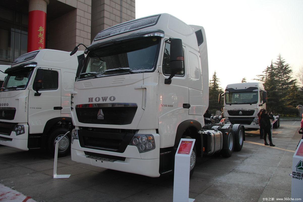 中国重汽 HOWO T7H重卡 440马力 6X4牵引车 ZZ4257V324HD1B