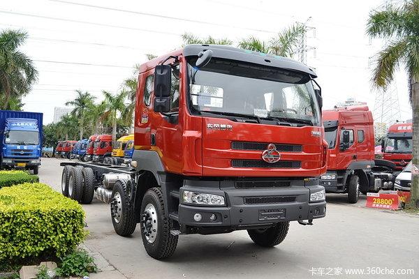东风柳汽 霸龙重卡 320马力 8X4 排半载货车(底盘)(LZ1240M5FAT)