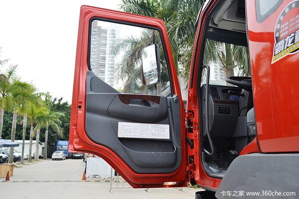 东风柳汽 霸龙重卡 320马力 8X4 排半载货车(底盘)(LZ1240M5FAT)驾驶室图