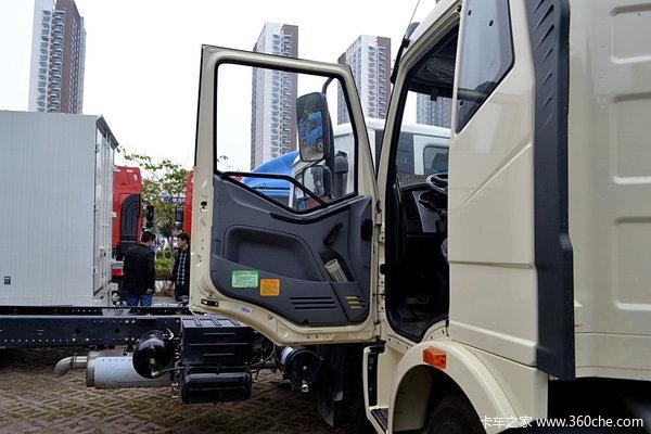 解放 J6L中卡 180马力 4X2 排半载货车(底盘)(CA5160XXYP62K1L5E)驾驶室图