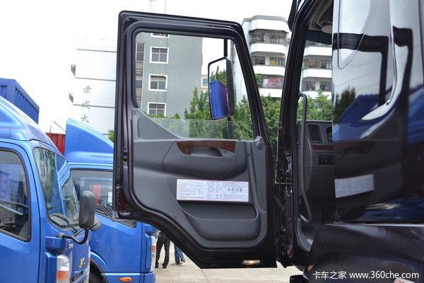东风柳汽 霸龙507重卡 240马力 6X2 排半载货车(底盘)(LZ5250XXYM5CA)驾驶室图