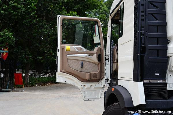 中国重汽 HOWO T5G重卡 280马力 8X4 载货车底盘(ZZ1317M466GD1)驾驶室图
