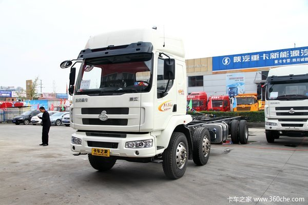 东风柳汽 乘龙中卡 220马力 6X2 载货车底盘(LZ1200M3CAT)