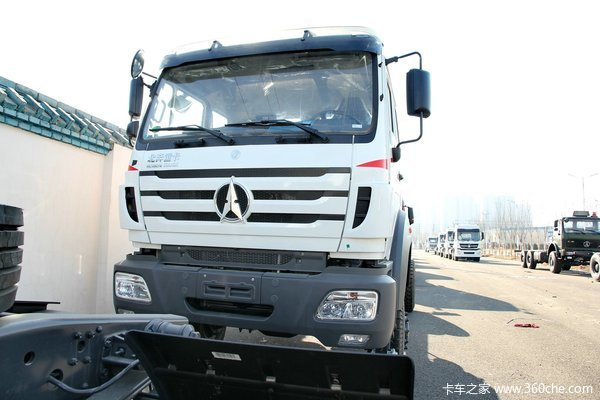 北奔 NG80系列重卡 300马力 4X4 越野载货车(ND12502B41J)外观图