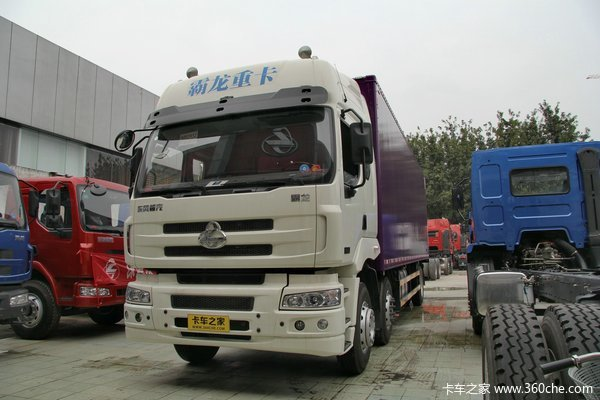 东风柳汽 霸龙重卡 245马力 6X2 排半厢式载货车(LZ5200XXYM5CA)