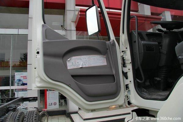 东风柳汽 霸龙重卡 245马力 6X2 排半厢式载货车(LZ5200XXYM5CA)驾驶室图