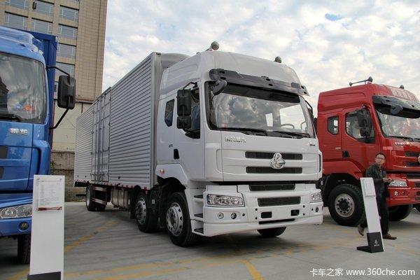 东风柳汽 霸龙重卡 270马力 6X2 排半厢式载货车(LZ5200XXYM5CA)外观图
