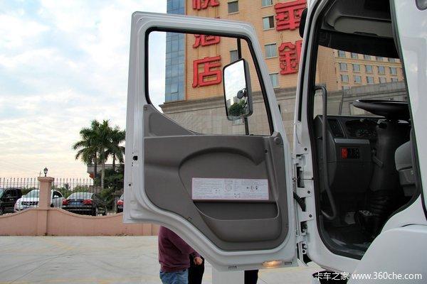 东风柳汽 霸龙重卡 270马力 6X2 排半厢式载货车(LZ5200XXYM5CA)驾驶室图