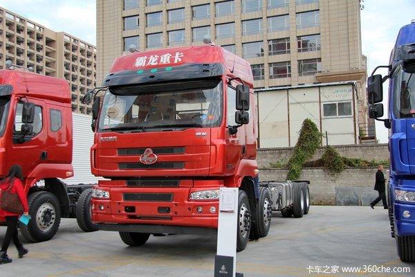 东风柳汽 霸龙重卡 315马力 8X4 排半厢式载货车底盘(LZ5311XXYQELA)
