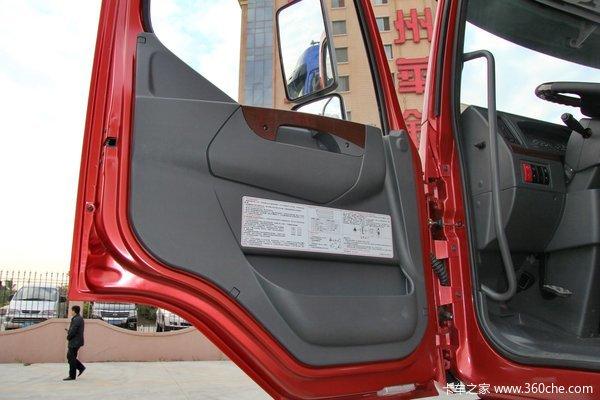 东风柳汽 霸龙重卡 315马力 8X4 排半厢式载货车底盘(LZ5311XXYQELA)驾驶室图