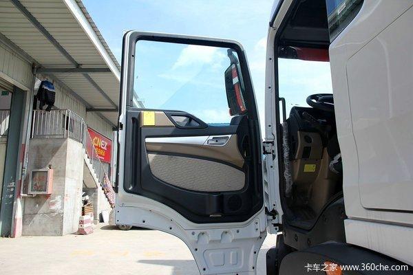 中国重汽 HOWO T5G重卡 240马力 6X2 厢式载货车底盘(ZZ1257K56CGD1)驾驶室图