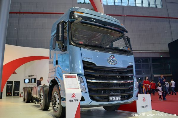 东风柳汽 乘龙H7重卡 320马力 8X4 载货车底盘(豪华版)(LZ1311QELAT)外观图