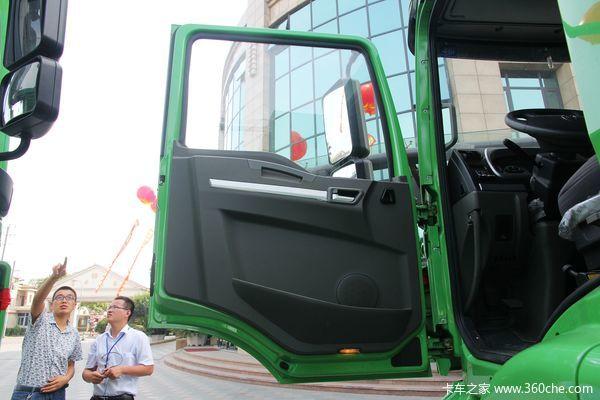 陕汽 德龙新M3000 336马力 8x4 新型环保渣土车(SX3316HR326)驾驶室图