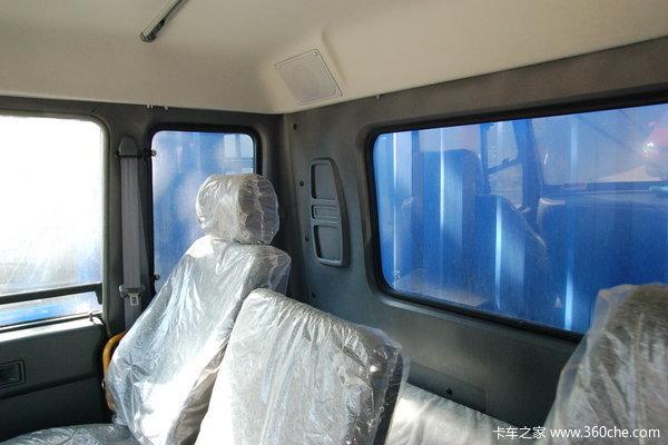 东风柳汽 乘龙中卡 140马力 4X2 仓栅载货车(带卧铺)(LZ5080CSLAL)驾驶室图