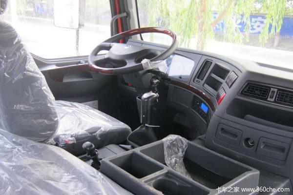 东风柳汽 霸龙507重卡 270马力 8X4 栏板载货车(LZ1244PEL)驾驶室图