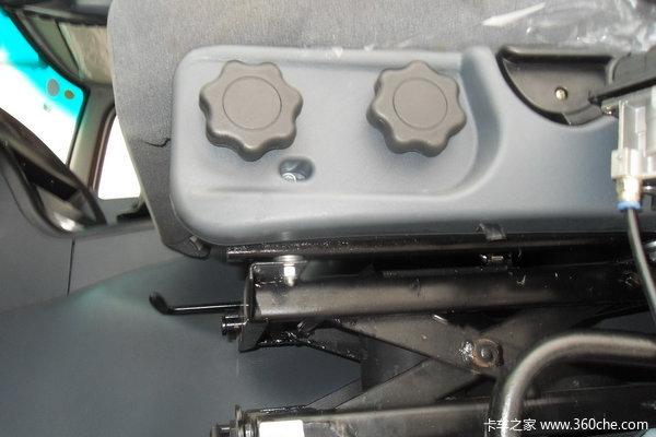 华菱重卡 310马力 6X4 自卸车(HN3250P35D4M3)驾驶室图