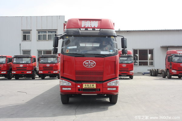 解放 J6M重卡 260马力 8X4 栏板载货车(高顶驾驶室)(CA1310P63K1L6T4E)外观图