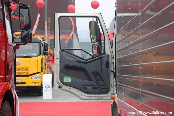 解放 J6L中卡 140马力 4X2 厢式载货车(CA5160XXYP62K1L3E4)驾驶室图