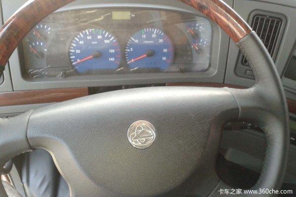 东风柳汽 霸龙507重卡 310马力 8X4 栏板载货车(LZ1244PEL)驾驶室图