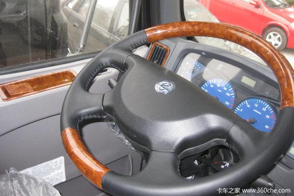 东风柳汽 乘龙609中卡 220马力 6X2 仓栅载货车(LZ5250CSRCS)驾驶室图